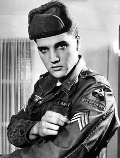 American rock and roll singer and soldier in the US army, Elvis Presley admires his new sargeant stripes Elvis Presley Army, Elvis Presley Photos, Hollywood Poster, Hollywood Music, Lisa Marie Presley, Priscilla Presley, Nostalgia, Army Day, Star Wars