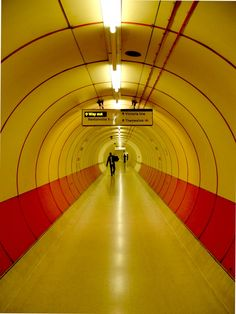 A tunnel leading to the Thameslink service at Kings Cross underground station