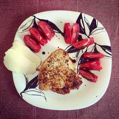 Еремеев жарит: Стейк из индюшатины помидоры в бальзамической пасте моцарелла:)