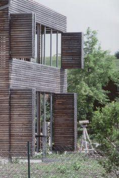 grau fenster hof Landhaus stallähnlich Fassade