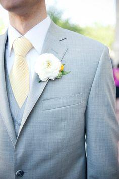 cravate jaune beige