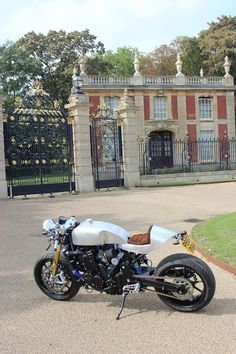 Triumph Trophy 900 by Brownies Cafe Racers Ltd #motorcycles #caferacer #motos | caferacerpasion.com