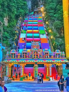 The 272 steps leading to the Batu Caves - the famous Hindu temple site in Malaysia - received a rainbow coat of paint. Phuket, The Places Youll Go, Places To Go, Twin Towers, Kuala Lumpur Travel, Kuala Lampur, Places To Travel, Travel Destinations, Malaysia Travel Guide