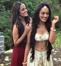Anita Hassanandani and Surbhi Jyoti posing for a picture in between the shots! 🎭🎬 Who is your favorite? Bollywood Actress Hot Photos, Beautiful Bollywood Actress, Beautiful Actresses, Indian Tv Actress, Indian Actresses, Indian Celebrities, Bollywood Celebrities, Sonam Kapoor, Deepika Padukone