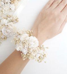 White Flower wrist corsage, Ivory bridesmaids corsage, White flower bracelet, White flower wrist cor
