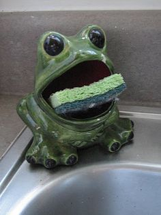 My Aunt Janie used collect frogs. Im sure she had one of these.