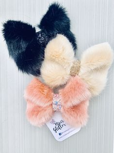 Faux fur bows, available in salmon pink, biscuit and black Baby Hair Accessories, Fur Accessories, Handmade Hair Accessories, Handmade Hair Bows, Diy Hair Bows, Hair Bow Tutorial, Boutique Hair Bows, Glitter Hair, Diy Bow