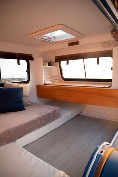 mini caravan French company launches teardrop trailer with ingenious indoor-outdoor kitchen - Living in a shoebox Teardrop Trailer Interior, Teardrop Caravan, Airstream Interior, Vintage Airstream, Vintage Campers, Teardrop Camping, Indoor Outdoor Kitchen, Outdoor Kitchens, Kombi Home