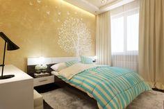 Wandgestaltung im Schlafzimmer - goldene Wandfarbe und Baum-Wandaufkleber