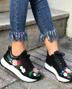 Papatya Çiçek Nakış Desen İşlemeli Siyah Spor Ayakkabı WhatsApp Bilgi & Sipariş : 0 (541) 2244 541 www.shoemodam.com
