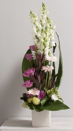 How to arrange flowers beautifully. Best Options For Floral Arrangement, It's easier than most people think to make a beautiful flower arrangement. Purple Flower Arrangements, Creative Flower Arrangements, Home Flowers, Church Flowers, Deco Floral, Arte Floral, Floral Design, Most Beautiful Flowers, Pretty Flowers