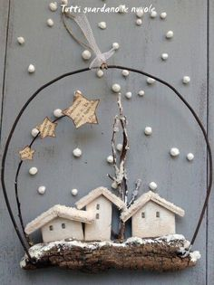 Tutti guardano le nuvole - Christmas decorations with bark and wire Christmas Makes, Noel Christmas, Christmas Is Coming, Rustic Christmas, All Things Christmas, Handmade Christmas, Christmas Wreaths, Christmas Decorations, Christmas Ornaments