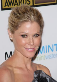 Julie Bowen at the Critics Choice Awards on June 18th 2012. Makeup by Fiona Stiles | Portfolio: http://www.thewallgroup.com/artist.php?artist_id=7