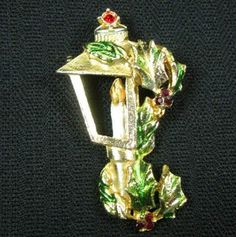 An Old Fashioned Christmas Brooch