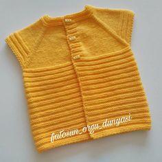 İyi akşamlar ♥️#tbt ♥️ 💕💕💕💕💕💕💕💕 #kizbebek#sevgiyleoruyorum #ormeyiseviyorum #bebekyelegi #elorgusu#erkekbebek #sevimliorguler#bebekaksesuar… Baby Boy Knitting, Baby Knitting Patterns, Baby Sewing, Baby Cardigan, Baby Sweaters, Stitch, Instagram, Clothes, Fashion