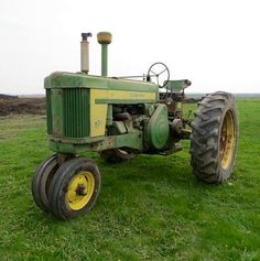 Hope it'll work out Antique Tractors, Vintage Tractors, Old Tractors, John Deere Tractors, Vintage Farm, John Deere Equipment, Old Farm Equipment, Heavy Equipment, Pictures Of America