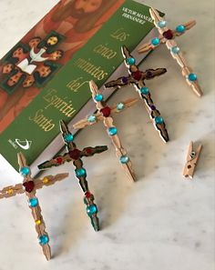 Vbs Crafts, Popsicle Stick Crafts, Craft Stick Crafts, Bead Crafts, Wooden Clothespin Crafts, Clothespin Cross, Valentine Crafts, Easter Crafts, Clothes Pin Ornaments