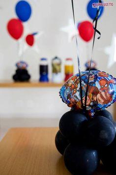 Balões metalizado de 14 polegadas Vingadores Baby. (Site: www.balaocultura.com.br).  Créditos: Projeto e decoração:  O Chá das 5 Fotos Luana Luizetto   Fotografia Bolo e doces Delicada Receita Balões Balão Cultura Brindes Vim de Camiseta