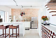 Bom dia!!! Vejam que bacana esse post do Blog Dactylo! A tal parede de tijolinhos! -> http://www.blogsdecor.com/blogdactylo/a-tal-parede-de-tijolinhos/ #cozinha #cozinhas #kitchen #decoracao #decoracion #paredes #wall #decor
