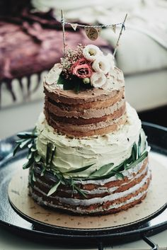 Lovely : nude cake courtesy of One Lovely Day - Event Styling