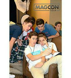 Magcon tour! wish i could go :( u cant see Taylor's face in this pic butu can see his hair and it looks like carter has very tall hair