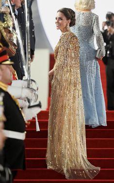 Duchess Of Cornwall, Duchess Of Cambridge, Duchess Kate, Duke And Duchess, Royal Fashion, Fashion Looks, Jenny Packham Dresses, Kate And Harry, Prince William And Catherine