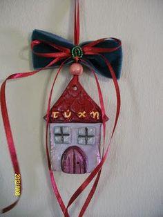 Φτιαξτε πανεμορφα Χριστουγεννιάτικα σπιτάκια και γουρια από πηλό - Daddy-Cool.gr Christmas Crafts, Christmas Decorations, Christmas Ornaments, Holiday Decor, Christmas Mood, Lucky Charm, Ceramic Art, Decoupage, Projects To Try