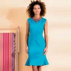 Deze jurk is getailleerd en perfect voor een restaurantbezoek of wandeling op de boulevard.