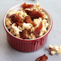 Maple-Bacon Popcorn: Smoky bacon, sweet maple, and a kick of black pepper make for an entirely addictive bowl of popcorn. Bacon Popcorn, Popcorn Toppings, Gourmet Popcorn, Popcorn Recipes, Bacon Recipes, Snack Recipes, Cooking Recipes, Popcorn Bar, Smoky Bacon