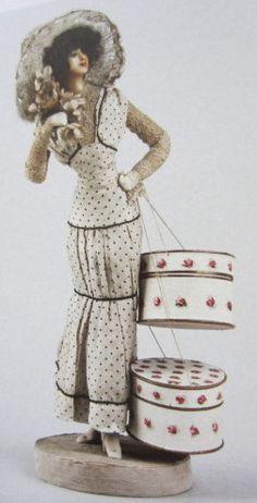 Lafitte-Désirat, Figure de mode petit trottin avec deux cartons à chapeau 1906.