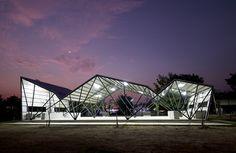 Galería de Comedor de la escuela comunitaria Chonnabot / INDA Design Build + Peter Strzebniok - 10
