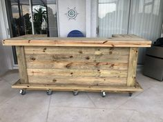 Wood Thomas - x X 2 level Rustic real pressure treated wood barn wood style, pallet style outdoor or indoor patio bar - Top Pallet Bar Tips Bar Patio, Outdoor Patio Bar, Backyard Bar, Outdoor Bars, Backyard Kitchen, Florida Keys, Florida Lanai, Pallet Bar, Pallet Benches