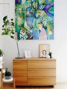 Painting hanging on wall by Rosemarie Reber. Angus and Celeste hanging pot, illustration by Annie Portelli, lamp from IKEA. Photo – Annette O'Brien. Production – Lucy Feagins / The Design Files. http://thedesignfiles.net/2016/05/melissa-avery-and-christopher-lloyd/