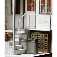 1/12scale Dollhouse  右半分  こんな感じになっています。 奥のドアと窓は前作の裏側です。 ご依頼主様の希望通り 並べて1つの作品としても飾れるようにしました。  #dollhouse #miniature #antique #handmade #handwork #ドールハウス #ミニチュア #アンティーク #ハンドメイド #インテリア #ミニチュア家具