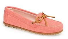 Canvas mocassin in #coral http://rstyle.me/n/fyriknyg6