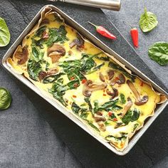 Omelet med spinat og champignon Vegetarian Recipes, Healthy Recipes, Everyday Dishes, Food Crush, Dinner Is Served, Buffet, Recipes From Heaven, Food Inspiration, Love Food