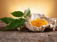 Turmeric and its main ingredient, curcumin, have both shown to be powerful antioxidants tied to numerous health benefits. And in a recent study curcumin has been shown to improve mood and memory loss. Natural Treatments, Natural Cures, Natural Health, Turmeric Side Effects, Turmeric Extract, Turmeric Curcumin, Degenerative Disc Disease, Turmeric Health Benefits, Cancer Fighting Foods