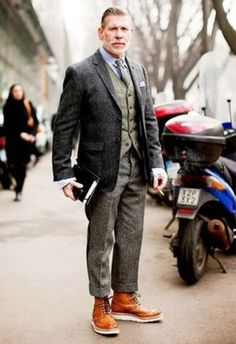 35 Outfit Ideas for Men Over 40 #Fashion  http://seasonoutfit.com/2018/01/01/35-outfit-ideas-for-men-over-40/