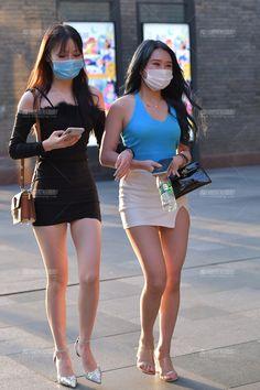 Pretty Asian Girl, Beautiful Japanese Girl, Beautiful Asian Women, Sexy Asian Girls, Girls In Mini Skirts, Korean Girl Fashion, Sexy Legs, Sexy Outfits, Asian Woman