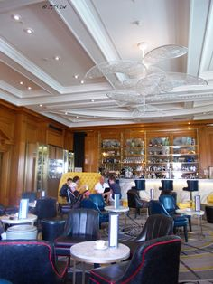The bar at Marriott, a combination between old style and surprising decorations