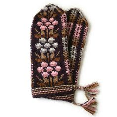 The renowned Kainuu mittens from Finland. New color: Brown-pink-grey. TaitoPirkanmaa crafts store.