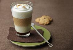 Caffè latte con cookies de chocolate
