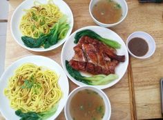 Dry noodle and roasted duck. Mỳ khô vịt quay sợi to
