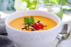Sötpotatissoppa med krispig majs- och frötopping