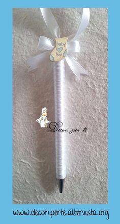 GUESTBOOK BIMBO PER BATTESIMO - BAPTISM GUESTBOOK misura 31 cm x 23 cm, totalmente realizzato e rilegato a mano, le copertine sono rivestite con carta artigianale a motivi in rilievo. L'album e' completamente personalizzabile in ogni suo dettaglio decorativo e grafico. In abbinamento la penna e il segnalibro.