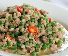 Gising Gising Filipino Style Recipe: gising gising is a chopped green beans cooked in shrimp paste and coconut milk. This dish is popular in Bicol region. Like bicol express, gising gising has a spicy and salty taste. Pinoy Food Filipino Dishes, Filipino Vegetable Recipes, Filipino Recipes, Asian Recipes, Pinoy Recipe, Pork Recipe Pinoy Style, Bisaya Recipe, Pork Recipes, Veggie Recipes