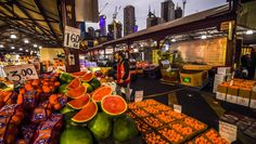 How to choose the best fruit and vegetables An early start at Melbourne's Queen Victoria Market.