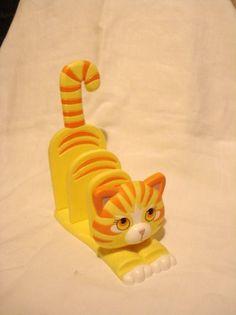Cat letter holder yellow orange tiger striped plastic vintage cm1401