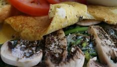 OMELETTE DE CHAMPIÑONES Cheesesteak, Pork, Lunch, Beef, Chicken, Ethnic Recipes, Healthy Recipes, Breakfast Healthy, Meals