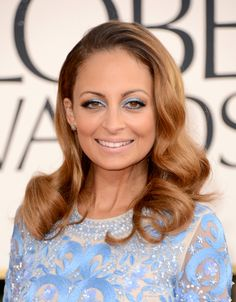 Nicole Richie number one fashion and lifestyle fan website. All about Nicole Richie News. The longest standing fan website around for Nicole Richie. Wavy Wedding Hair, Wedding Hairstyles For Long Hair, Nicole Richie Height, Celebrity Hairstyles, Cool Hairstyles, Beautiful Hairstyles, Hairstyles Haircuts, Blue Dress Makeup, Retro Curls